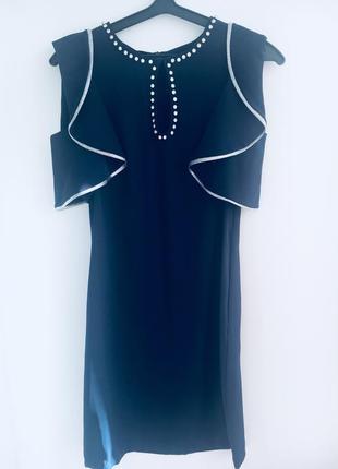 Платье с рукавами-воланами