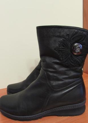 Жіночі зимові шкіряні чоботи