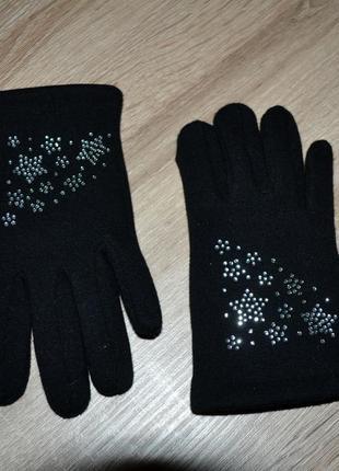 Продам теплые черные перчатки 4-6 лет 116 см