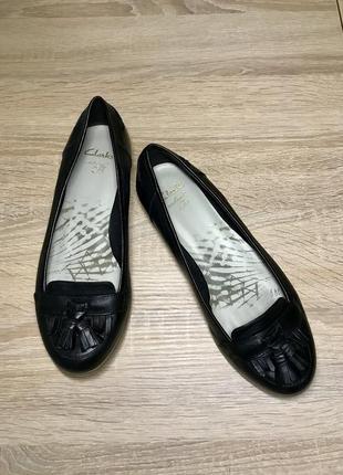 Кожаные балетки туфли  clark's