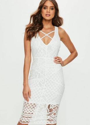 Белое платье кружевом