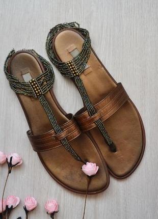 Кожаные сандалии вьетнамки бронзовые с бисером stefanel