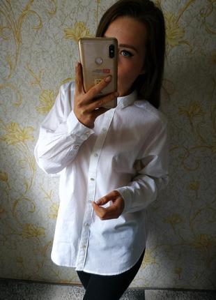 Красивая белая рубашка блузка