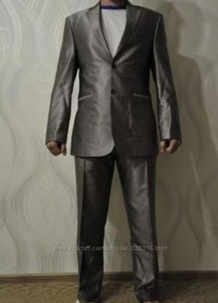 Серый модный, строгий костюм
