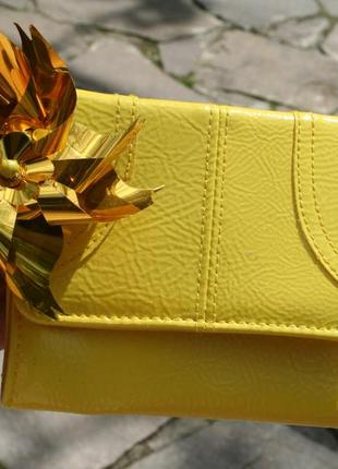 Желтый кошелек
