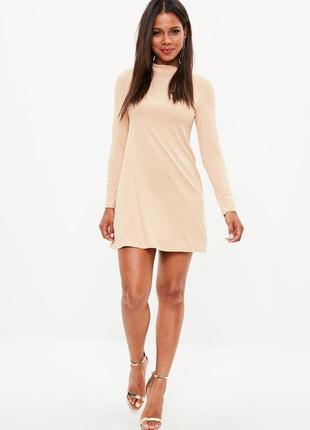 Нежно-розовое платье с длинным рукавом