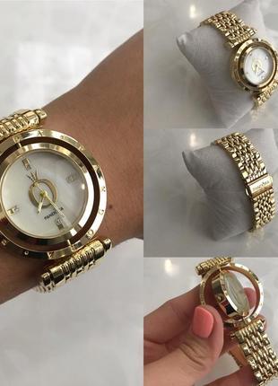 Женские наручные крутящиеся металлические часы золотистые