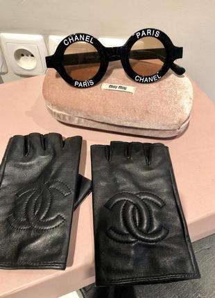 Перчатки кожа открытые пальчики в стиле chanel