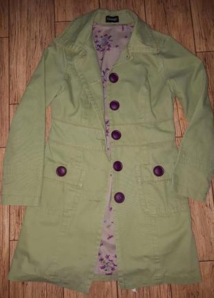 Оливковый плащ салатовый тренч с фиолетовыми пуговицами.стильная подклада. плотный