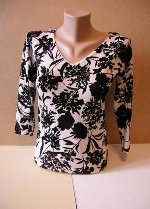 Джемпер с черно- белым цветочным принтом!