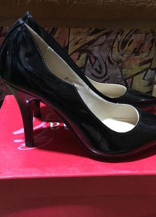 Лаковые черные туфли лодочки на соеднем каблуке с красной подошвой размер 36 ⚠️
