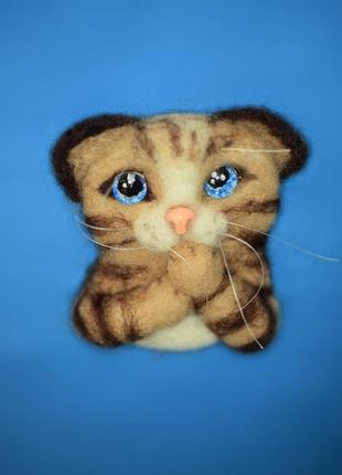 Брошь валяная котик голубоглазый