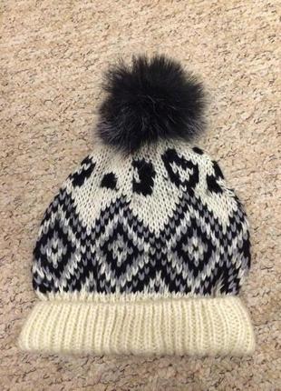 Шикарная шапка с помпоном