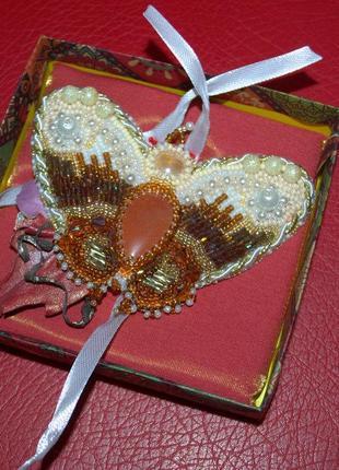 Брошь-бабочка с сердоликом на зажиме,вышивка бисером