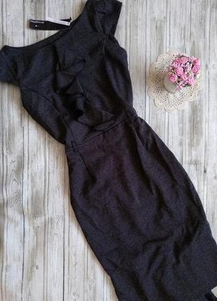Темно серое платье с рюшами atmosphere