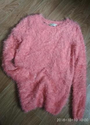 Мягусенький свитерок с кружевной спинкой