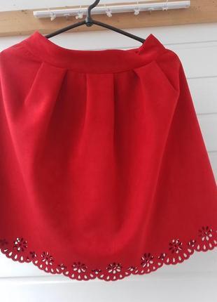 Красная замшевая юбка солнце-клеш