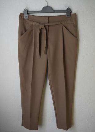 Зауженые к низу укороченые брюки