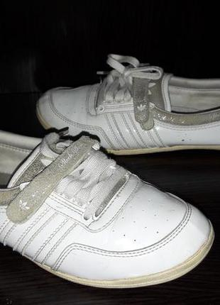 Кожаные балетки от adidas.