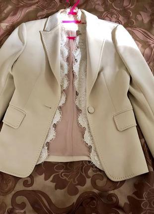 Пиджак бежевого цвета