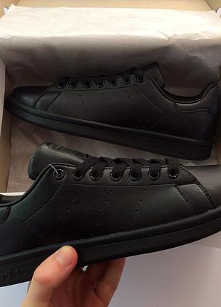 Кроссовки унисекс черного цвета разные размеры в наличии