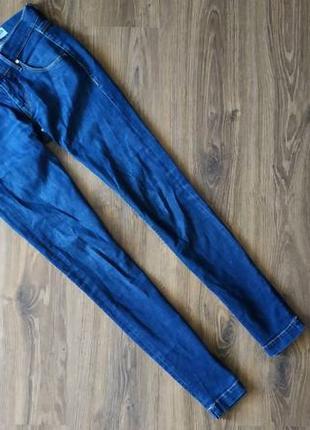 Темно синие джинсы средняя посадка