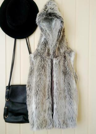 Теплая пушистая меховая жилетка с капюшоном