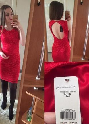 Эффектное красное платье с открытой спинкой