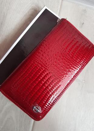 Красный лаковый кошелек из натуральной кожи