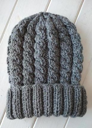 Вязаная полушерстяная шапка