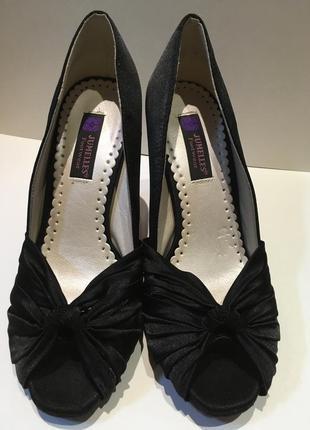 Чёрные атласные туфли с открытым носком jumelles размер 37 стелька 22,5 см