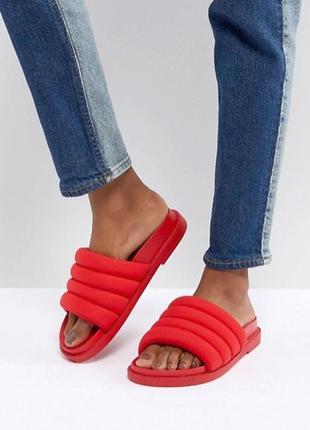 Красные сандалии monki