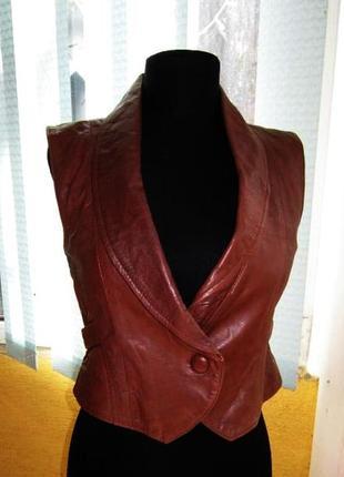 Модная оригинальная женская жилетка mng (mango). кожа.  лот 255