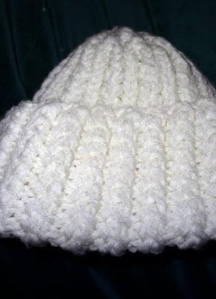 Классная шапка ручной вязки  из толстой объемной  пряжи с широким отворотом