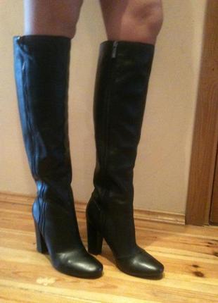 Очень качественные кожаные демисезонные сапоги устойчивый широкий каблук