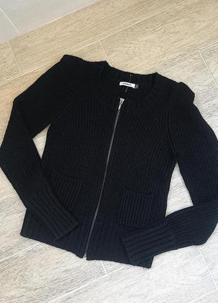 Женская тёплая вязанная кофта на замке чёрного цвета свитер бомбер