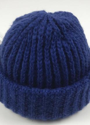Женская шапка крупной вязки с отворотом цвет синий