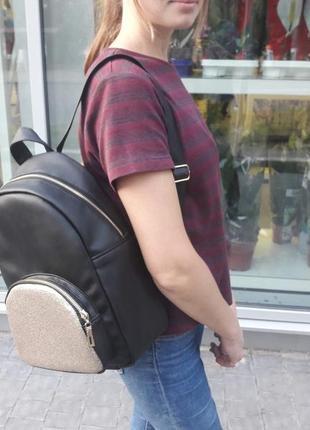 Молодёжный женский рюкзак чёрный с золотым замком для учебы, города, прогулок