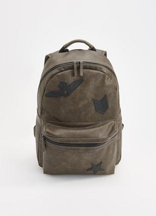 Рюкзак с нашивками reserved