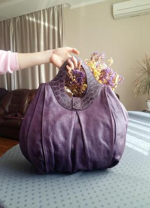 Кожаная большая вместительная фиолетовая сумка фирмы solar
