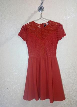 Ажурное платье теракотового цвета
