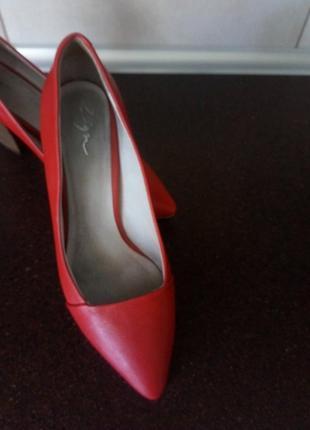 Шкірняні туфлі