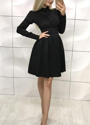Шикарное чорне платье с узором