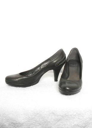 Классические кожаные туфли лодочки средний каблук