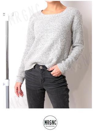 Мягкий и теплый свитер-букле