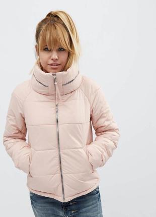 Демисезонная куртка на молнии с воротником-стойкой  44р