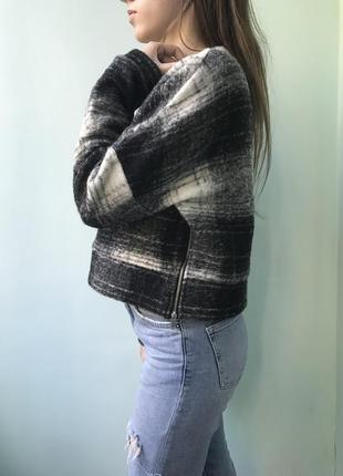 Укорочений шерстяний светр