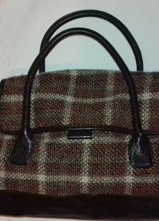 Осенняя шерстяная оригинальная сумка от beneton. к сумке + шелковый шарф(шейный платок)
