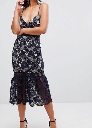 Изумительное кружевное платье миди с воланом