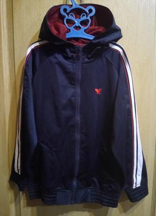 Спортивная кофта с капюшоном и карманами